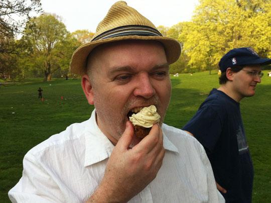 cupcake eater 2